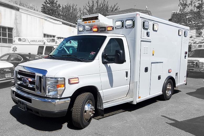 2016 Ford E350 Gas Type 3 AEV Ambulance 01